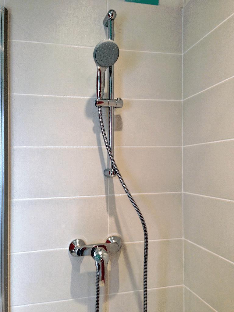 Hagondange - Colonne de douche de la salle d'eau rénovée