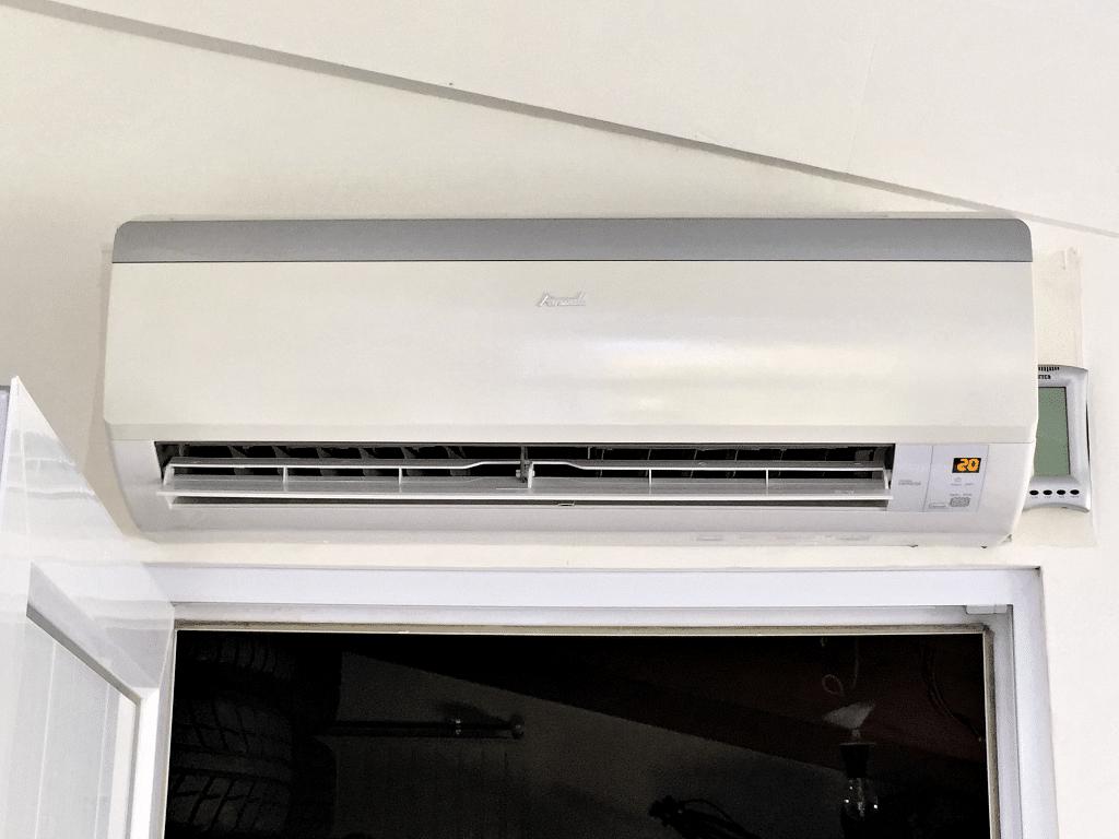 Saulny - Unité interne de la climatisation installée dans la véranda
